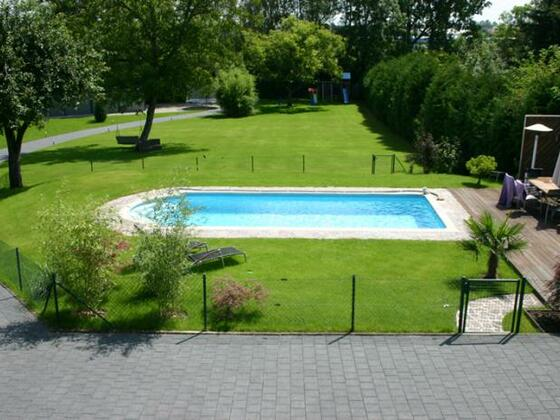 So sah es aus, bevor es los ging. 29 Jahre alter GFK Pool 8x4x1,50m