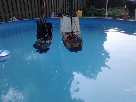61 Seeschlacht im Pool.