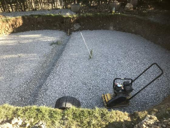 Drainageschicht-20cm-mit Graben für Träger