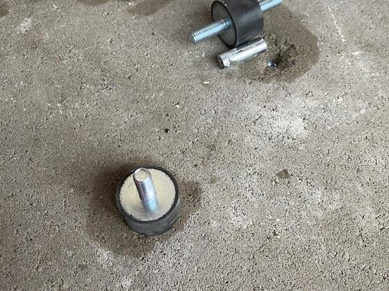 Akustikentkopplung Pumpe