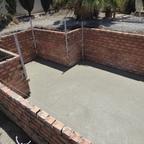 Poolwände gemauert und Boden Beton