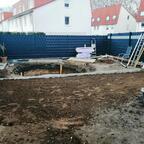 März 2019 - Nach groben Aufräumarbeiten der Blick von der Terrasse Richtung Garten