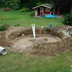 Alter Untergrund (war nur Sand) fast raus. Nun gehts es dem Lehmboden nochmals ca. 20cm an den Kragen.