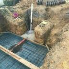 Hinten der Beginn des Entwässerungsschachts