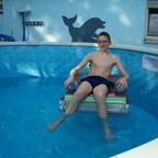 Und bevor überhaupt irgendwas geprüft werden konnte oder ne Stoßchlorung gemacht wurde war die jugend schon im Wasser :-)