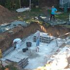 09.10.2010: Die Stützmauern werden errichtet